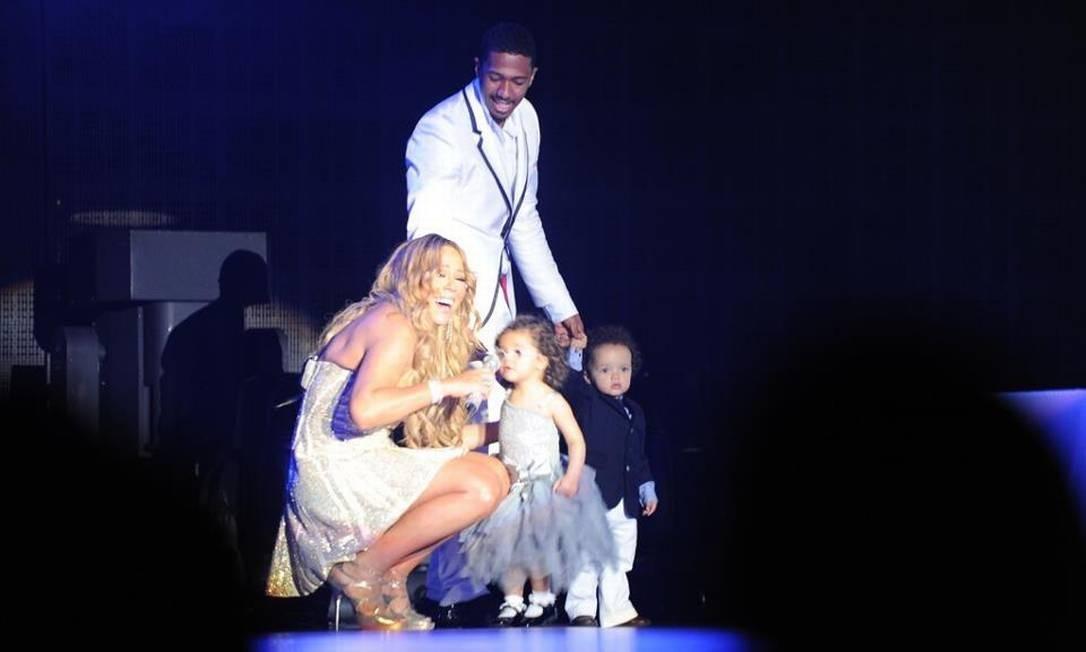 Mariah Carey é mãe de um casal de gêmeos: Monroe Cannon e Moroccan Scott. Enquanto a menina foi batizada com o sobrenome da atriz Marilyn Monroe, o menino recebeu o seu nome, que quer dizer marroquino, porque o pai, Nick Cannon pediu a cantora em casamento quando os dois estavam em uma sala em estilo marroquino Foto: Reprodução/Facebook