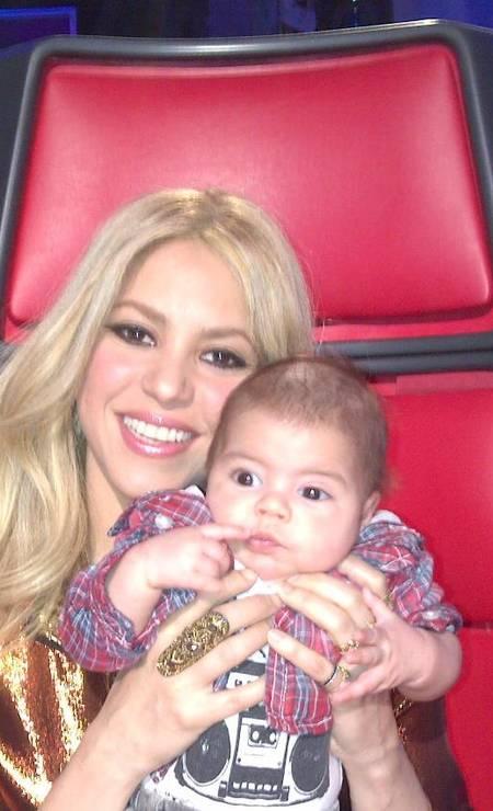 """O marido de Shakira, o zagueiro Piqué, joga no Barcelona. Mas os dois escolheram o nome de outro time europeu para o filho: Milan Piqué nasceu em janeiro deste ano e tem um nome tão incomum quanto o da mãe. A escolha, na verdade, não tem nada a ver com a cidade italiana: Milan quer dizer """"querido'' em eslavo Foto: Reprodução/Facebook"""