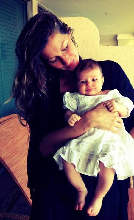A top Gisele Bündchen também escolheu um nome composto incomum para a sua filha, Vivian Lake (ou Vivian Lago), nascida no ano passado. A top ainda tem outro filho com Tom Brady, Benjamin Foto: Reprodução/Facebook
