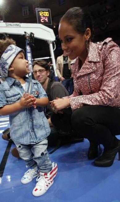 Você colocaria o nome de um país no seu filho? Alicia Keys fez isso: seu filho único, de três anos, chama-se Egypt Daoud (Egito Daoud) Reuters