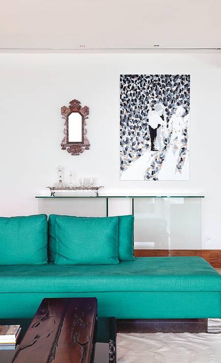 Em apartamento na Barra da Tijuca, no Rio, a arquiteta Eliane Fiuza apostou em peça pontual Foto: Terceiro / Divulgação