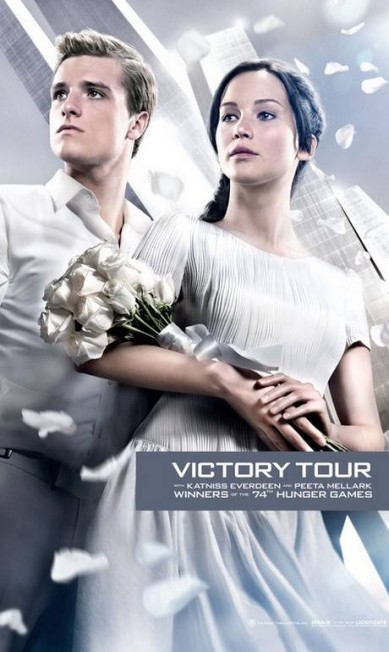 Em outro pôster, Jennifer aparece com um vestido bem mais simples com um buquê nas mãos. Será que Katniss Everdeen (nome de Jennifer no filme) subirá ao altar? Divulgação
