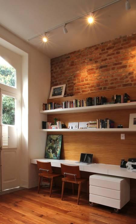 Dupla função: no projeto de Thiago Tavares para uma casa no Humaitá, o trilho combina a iluminação difusa com a focada em objetos Terceiro / Divulgação
