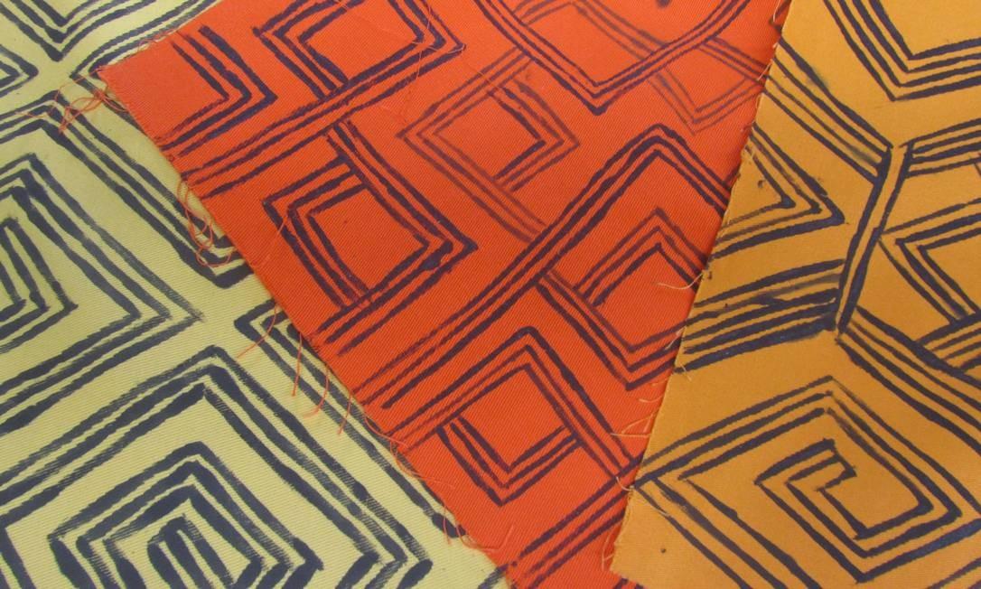Pintura indígena em tecidos Foto: Luciana Fróes