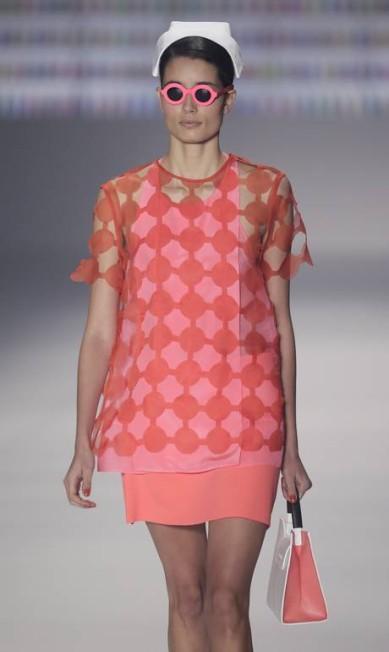 E os formatos geométricos foram misturados a elementos da década de 1960 Felipe Dana / AP