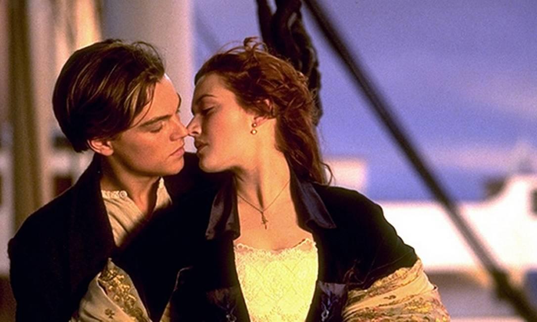 """Titanic, de 1997, não será lembrado apenas pelos 11 Oscars que venceu, mas também por um dos beijos mais românticos de Hollywood. Tudo ao som de """"My heart will go on"""", de Celine Dion, que virou hino de muitos casais na época Reprodução"""