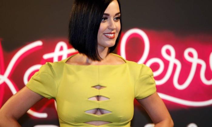 """O portal """"Fashionista"""" fez uma lista das celebridades que vivem mudando a cor dos cabelos. A cantora Katy Perry não poderia ficar de fora. Desde que estourou no universo fonográfico, Katy já apareceu com os fios pintados de azul, roxo, rosa, louro e preto Ana Branco / Agência O Globo"""