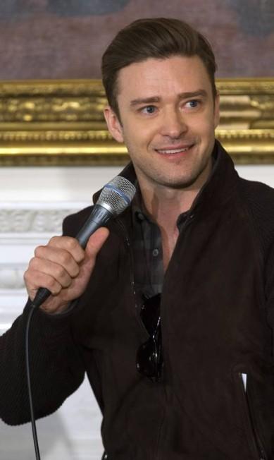 """Presença superesperada no Rock in Rio, o cantor americano Justin Timberlake, que lançou recentemente seu terceiro álbum solo de estúdio, esteve na Casa Branca nesta terça-feira para participar de um workshop. Como era um evento mais casaul, Justin trocou os ternos desenhados por Tom Ford por um look mais despojado. No entanto, o cabelo retrô, usado durante a divulgação do disco """"The 20/20 experience"""", foi mantido Jacquelyn Martin / AP"""