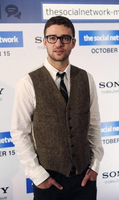 """Para divulgar o filme """"A Rede Social"""", em 2010, Justin adotou um penteado mais nerd KIERAN DOHERTY / Reuters"""