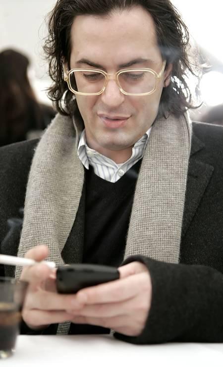 Antes: em fevereiro de 2006, Marc Jacobs apostava no look nerd, além de apresentar uma figura menos musculosa Foto: Stephen Chernin / AP