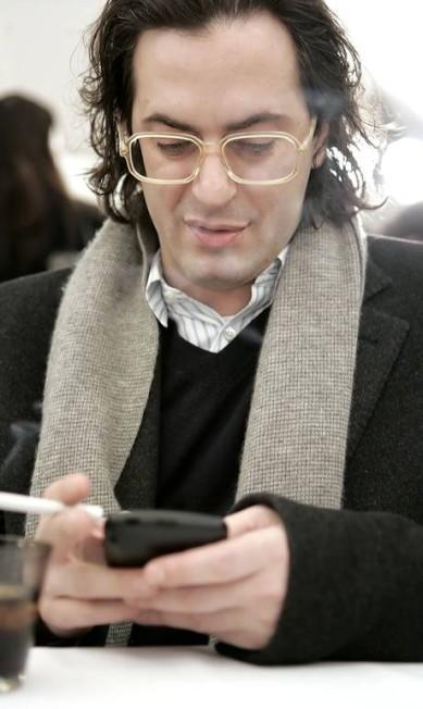 Antes: em fevereiro de 2006, Marc Jacobs apostava no look nerd, além de apresentar uma figura menos musculosa Stephen Chernin / AP