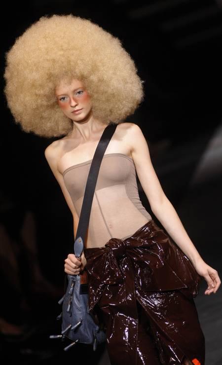 Look da coleção de verão 2010 da Vuitton Foto: Michel Euler / AP