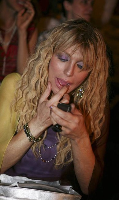 Courtney Love é mais uma das fãs famosas do designer Oded Bality / AP