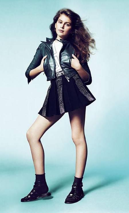 Na temporada de verão 2012, a estilista italiana Donatella Versace recrutou a Kaia Gerber, filha da supermodelo americana Cindy Crawford para estrelar a campanha da linha Young Versace. Na ocasião, Kaia tinha apenas dez anos e foi fotografada pela badalada dupla Mert Alas e Marcus Piggott Foto: Divulgação