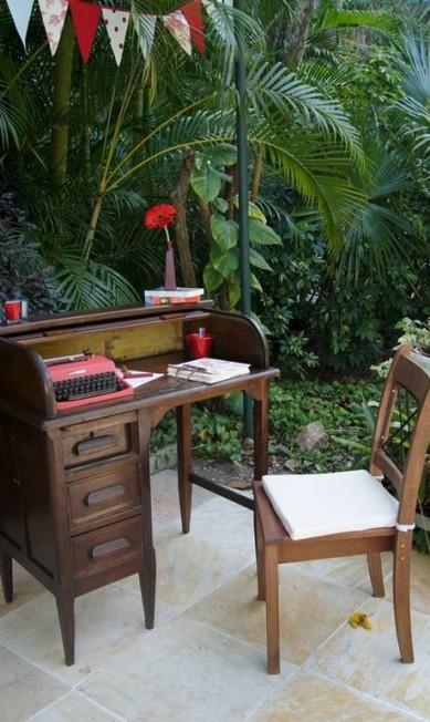 Escrivaninha remete ao trabalho da noiva, que é designer Terceiro / Divulgação Lanna Corrêa