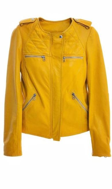 Estilo 'Kill Bill': jaqueta em couro natural na NK Store - R$ 2890 (Rua Garcia D'Ávila, 56 - Ipanema - Tel:2529-5400) Divulgação