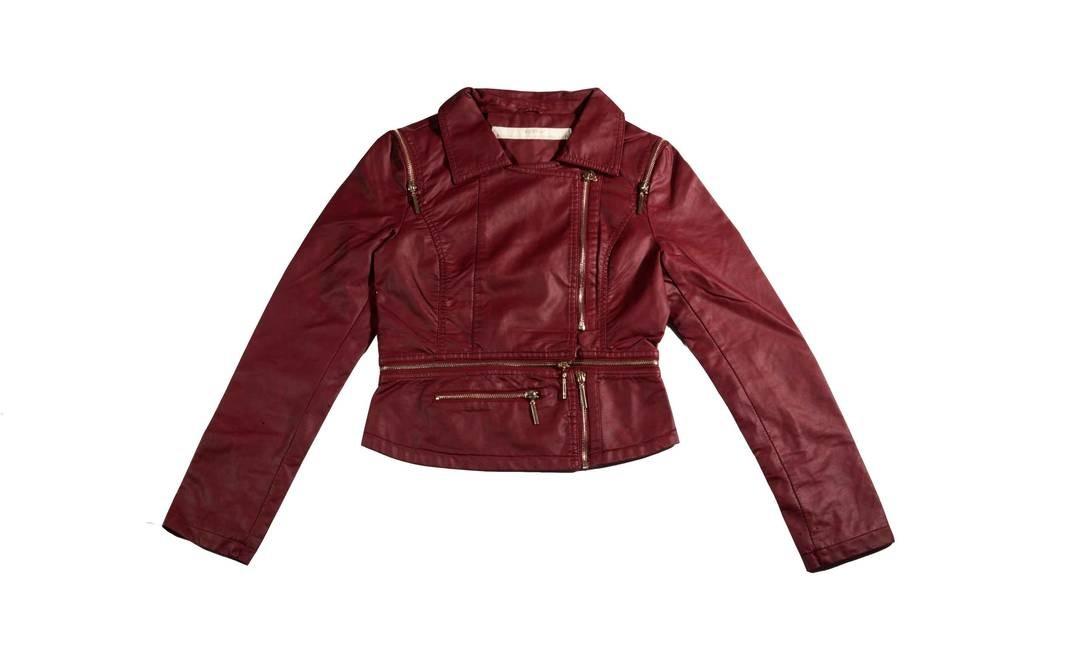 Feita de couro sintético, a jaqueta desmontável pode ficar mais curta: é só puxar o zíper. R$ 385 na Ágatha do Rio Sul (Av. Lauro Sodré, 445. Lojas. C35 e 35A – Botafogo. Tel.: 2543-3246/2542-1005) Divulgação