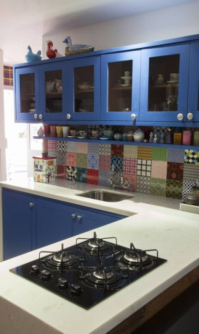 Patchwork de azulejos na cozinha de Ana Teresa Daniela Dacorso / Agência O Globo
