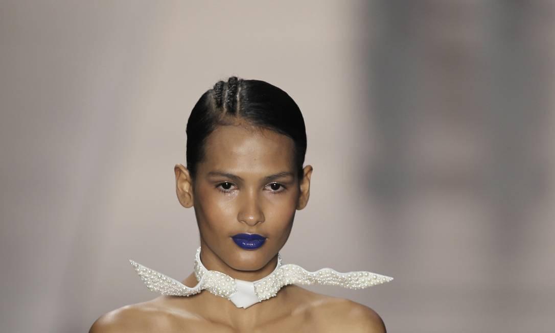 O batom azul da Acquastudio: esmalte blue ok, mas batom é um pouquinho demais, né? NACHO DOCE / REUTERS
