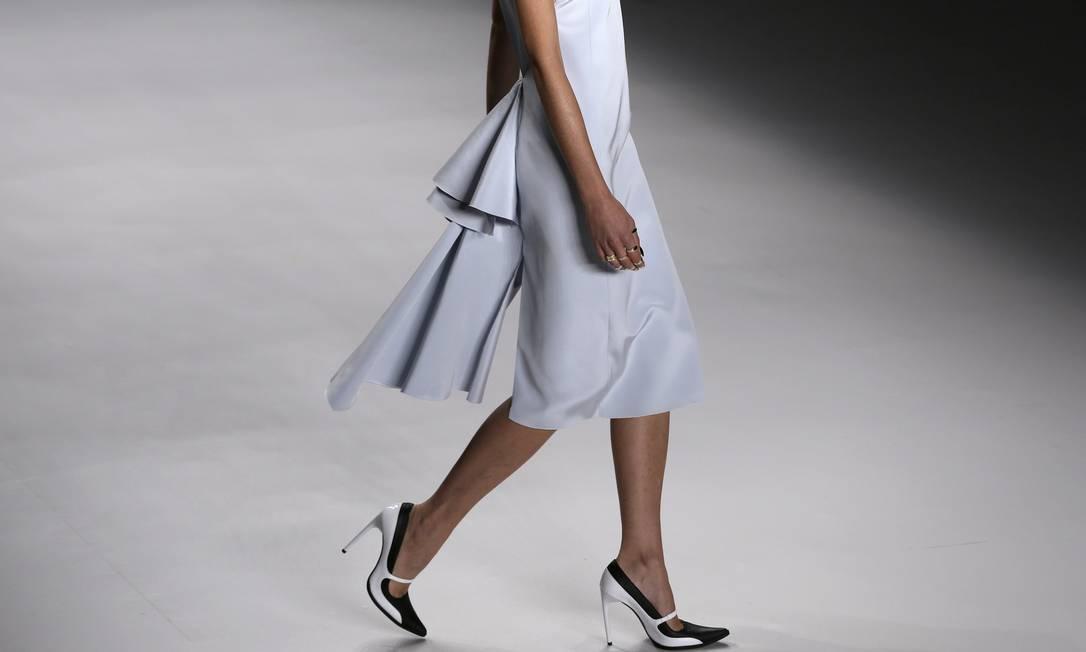 """Para Melina, sapatos de pontas arredondadas estão em baixa no verão. """"Eles deram lugar aos bicos finos apresentados nos scarpins de Tufi Duek e nos tênis da Osklen"""" NACHO DOCE / REUTERS"""