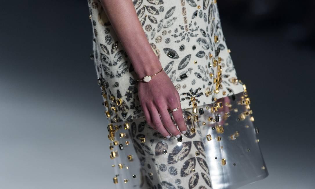 A coleção foi inspirada em pedras preciosas e sua lapidação YASUYOSHI CHIBA / AFP