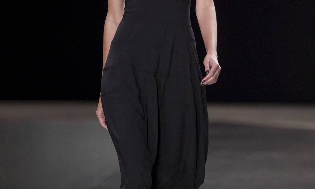 Dramático, o batom preto foi um item impactante da beleza do desfile Andre Penner / AP