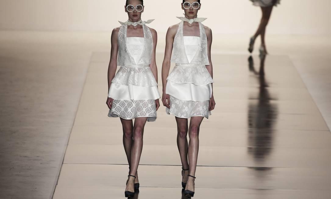Depois de participar de 12 edições do Fashion Rio, a marca de roupa de festa Acquastudio fez nesta tera-feira sua estreia na São Paulo Fashion Week NACHO DOCE / REUTERS