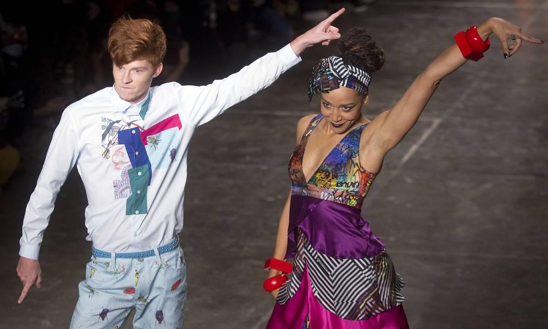 Em vez de desfilar, os modelos atravessaram a passarela dançando Andre Penner / AP