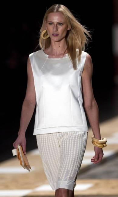 Couro furadinho e sedas foram alguns dos tecidos trabalhados pela marca Andre Penner / AP