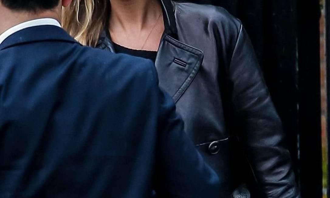 E foi justamente o que aconteceu. Nesta sexta-feira, Kate foi flagrada em Londres sem maquiagem e com o rosto repleto de marcas de expressão Reprodução