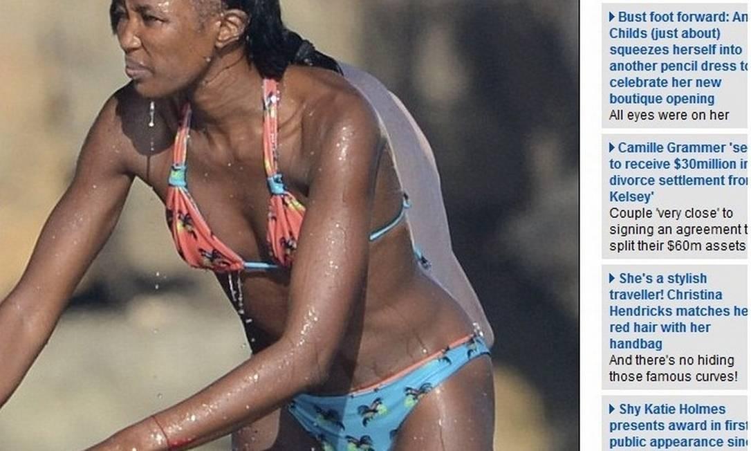 Longe dos estúdios fotográficos, Naomi exige um visual completamente diferente. Ela, inclusive, já foi flagrada com falhas no cabelo durante férias. O problema de calvície ficou bem evidente em Ibiza, no ano passado Foto: