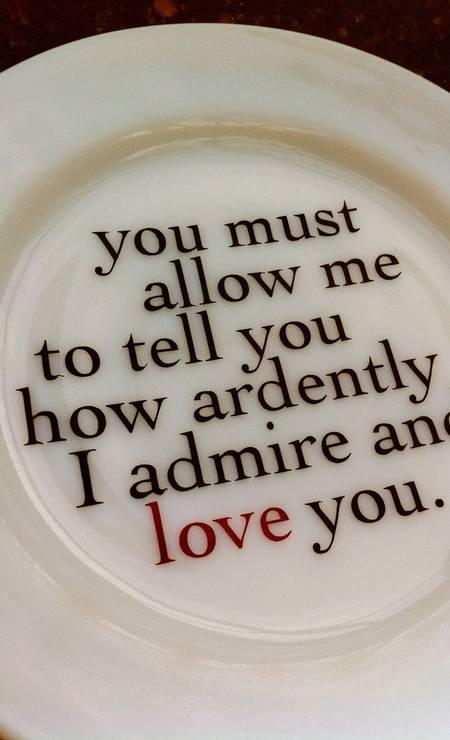 A louça, do Jane Austen Centre, reproduz parte da declaração de amor de Mr. Darcy para Elizabeth Bennet Foto: Terceiro / Divulgação