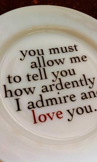 A louça, do Jane Austen Centre, reproduz parte da declaração de amor de Mr. Darcy para Elizabeth Bennet Terceiro / Divulgação