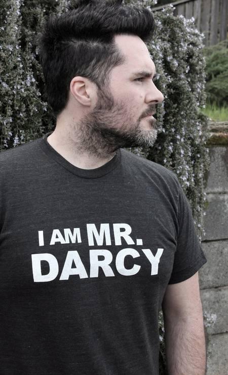 """Símbolo pop, Mr. Darcy está numa série de produtos entre camisetas, louças e adaptações literárias. Na imagem, a t-shirt """"Eu sou Mr. Darcy"""", criada pelo Jane Austen Centre Foto: Terceiro / Divulgação"""