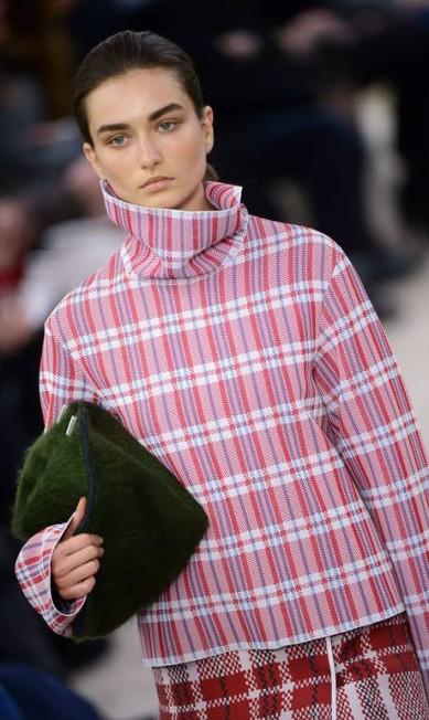A Céline foi marca a investir no acessório feito em pele MARTIN BUREAU / AFP