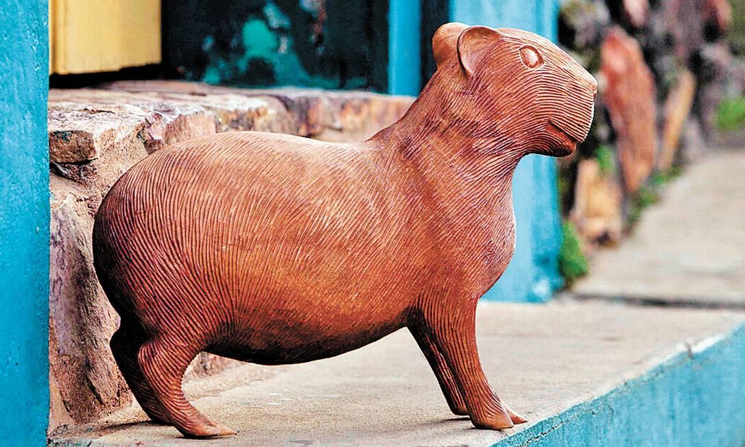 Paca talhada em madeira do Empório Patricia Barbosa (32 3355-1158), R$ 220 Ana Branco / Agência O Globo
