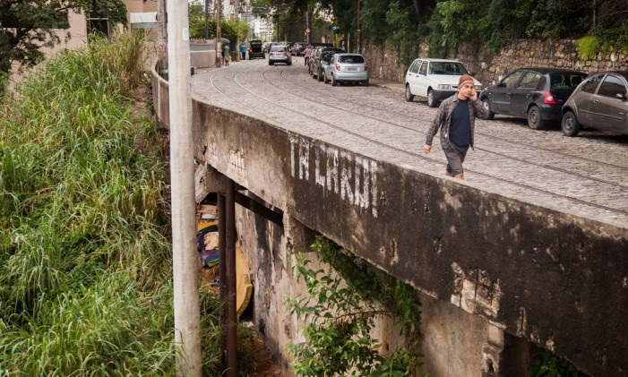 Risco de desabamento na Joaquim Murtinho, em Santa Teresa. Foto de 20/06/2015 Foto: Bárbara Lopes / Agência O Globo