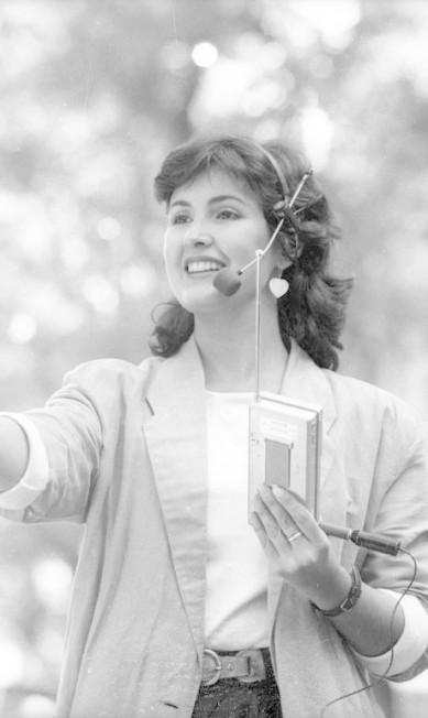 """Mas nem sempre a jornalista foi fã dos curtinhos. Em 1987, muito antes de ser referência para as mulheres brasileiras, Fátima não teve como fugir da moda da década: cabelos curtos na frente e mais longos atrás, uma espécie de """"mullet"""" delicado Arquivo O Globo / Fernando Maia / Arquivo Agência O Globo"""
