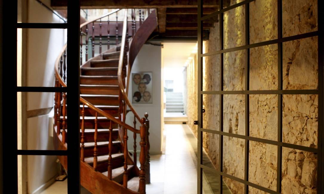 Entrada da casa com escada e pedras originais Gustavo Stephan / Gustavo Stephan / O Globo