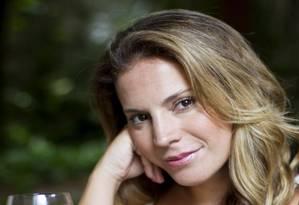 A atriz Maíra Charken e a receita que parece Grapette Foto: Guito Moreto / Agência O Globo