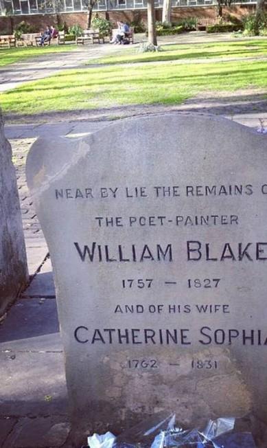 """Cemitério Bunhill Fields Burial Ground: """"Quem vier a Londres TEM que visitar. Muitos poetas e escritores importantes estão aqui, e hoje virou uma aréa não apenas turística, mas de contemplação. Muitas gente que quer fugir da cidade e trabalha por perto vai inclusive almoçar alí. É lindo mesmo"""", afirma Júlia Júlia Almeida"""