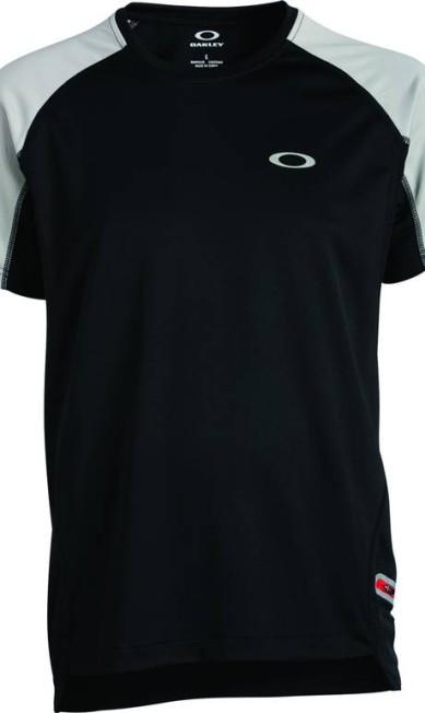 T-shirt speedbal Tee da Oakley (4003-7822), R$ 109,90 Divulgação