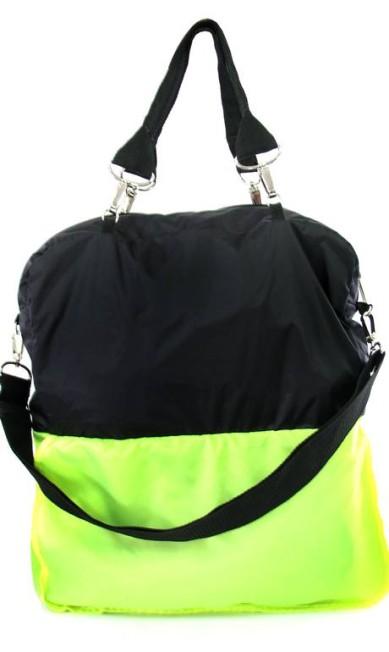 Bolsa de nylon reversível da CCM Sports (21 2541-4146), R$ 187 Divulgação