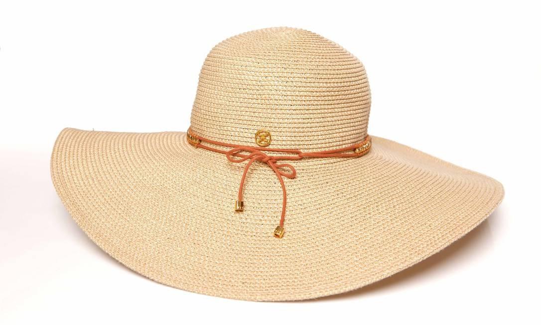 Os chapéus no estilo floppy são os queridinhos do verão. Eles têm a aba mais 1336a9227dc