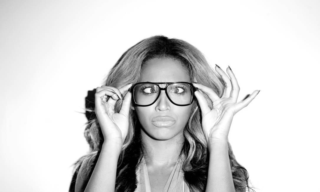 Beyoncé aparece fazendo careta e de óculos no tumblr Terry Richardson / Reprodução Tumblr