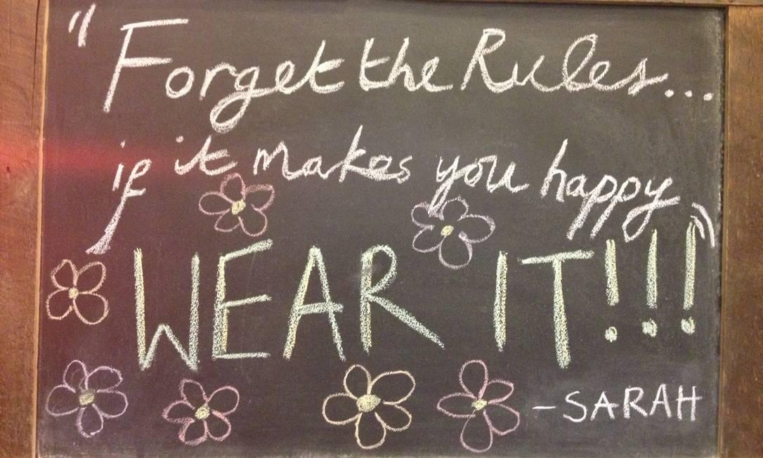A mensagem do dia em um quadro negro de uma loja vintage chamou atenção de Júlia Júlia Almeida