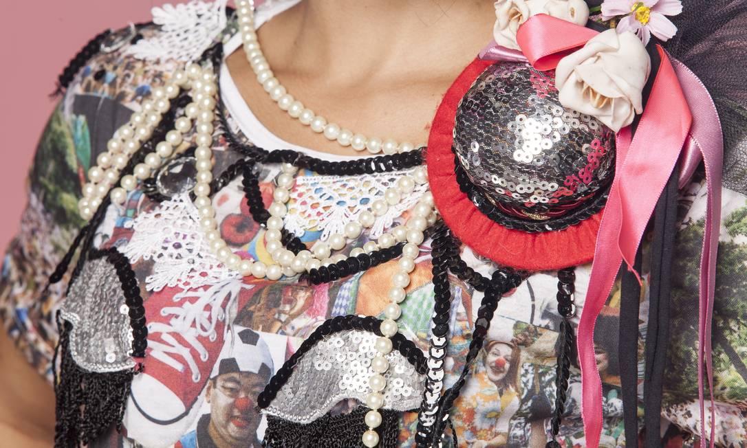 A arte da camiseta é assinada pela design Claudia Bolshaw Freelancer / Daniela Dacorso