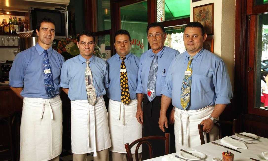 As gravatas divertidas dão a pista: os garçons têm ótimo humor Ana Branco / Ana Branco/ O Globo