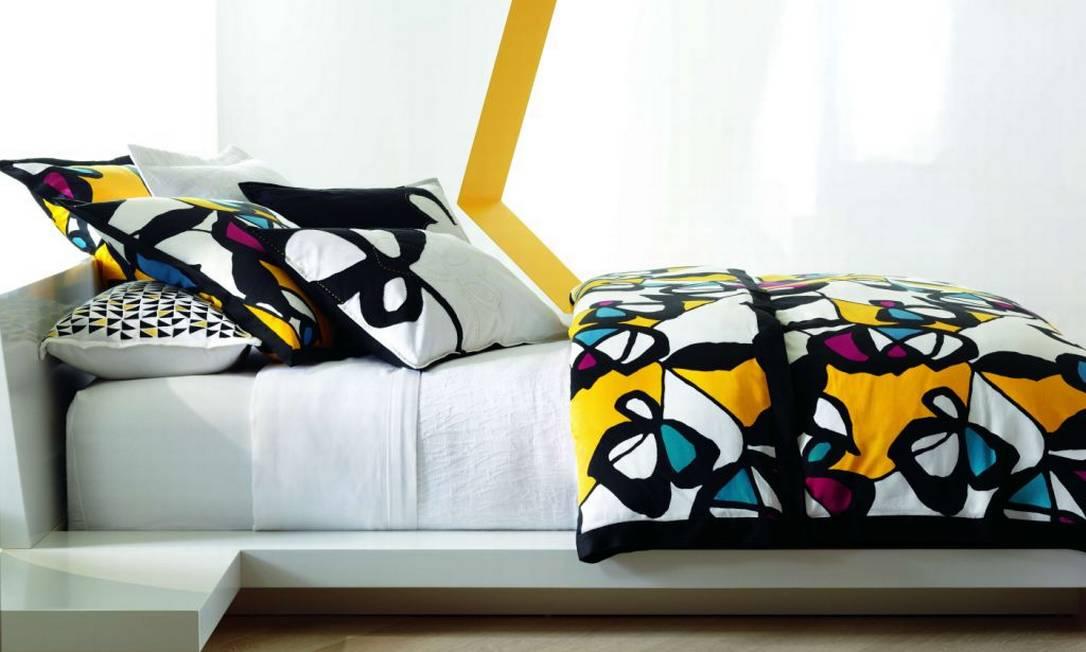 A estilista Diane von Fürstenberg também levou suas padronagens coloridas – e selvagens –, para charmosos lençóis, almofadas, xícaras e copos, disponíveis na loja virtual da Bloomingdale's Reprodução
