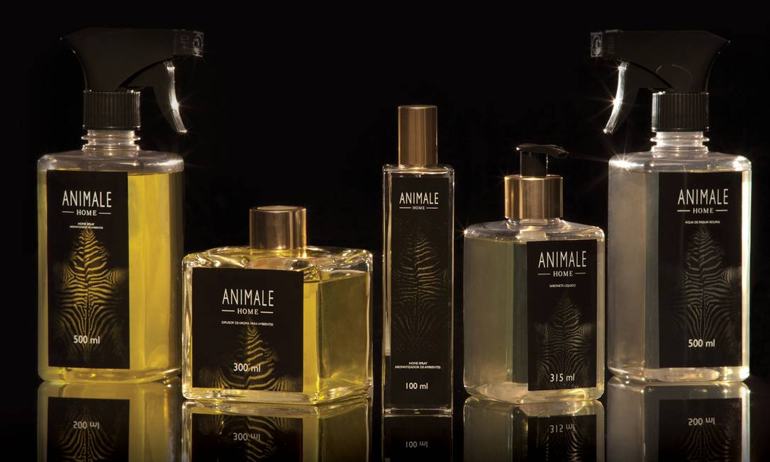 Além de criar uma estampa de zebra em parceria com a Dell Anno, a Animale lançou uma linha de fragrâncias para casa na temporada de verão 2013 Divulgação